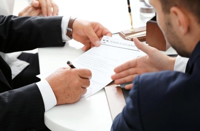 Подписание первого зарубежного контракта